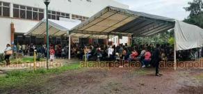 Coatepec, Ver., 14 de junio de 2021.- Se registra buena afluencia en la sede de vacunación situada en el Gimnasio Coatepec, a dande acuden personas de 40 a 49 años para recibir la inoculación antiCOVID.