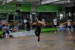 Ciudad de México, 14 de junio de 2021.- En el Guerrero Fitness Club de la colonia Guerrero, el maestro y ex primer bailarín de la City Ballet de San Diego, en Estados Unidos, Gerardo Gil, imparte clases de ballet a nivel intermedio y avanzado.