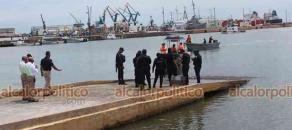 Veracruz, Ver., 18 de junio de 2021.- En la zona de Astilleros, fue localizado el cuerpo del hombre reportado desaparecido la noche del jueves, en playa Regatas. Elementos de SEMAR y API participaron en el rescate.