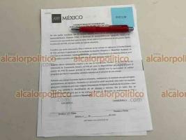 Xalapa, Ver., 19 de junio de 2021.- Integrantes del Aids Healthcare Foundation (AHF) México, realizan pruebas rápidas para la detección de VIH en la plaza Sebastián Lerdo de Tejada.