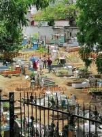 Córdoba, Ver., 20 de junio de 2021.- Familias acudieron a los panteones de la ciudad por la celebración del Día del Padre. Con música y comida, acompañaron a sus seres queridos en los camposantos.