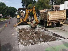 Xalapa, Ver., 24 de junio de 2021.- Tras reporte del hundimiento en la avenida Ruiz Cortines, CMAS informó que tras sondeo que se le hizo se detectaron más de 20 metros de colector de drenaje sanitario en mal estado, por lo que de inmediato inició su reparación.