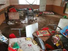 """Desde 1986, unas 30 veces se han inundado en Coyutla por una carretera mal planeada. Algunas anegaciones han sido """"verdaderamente catastróficas"""". En 2020, se inundaron decenas de familias y dos escuelas. La 4T atiende otras zonas en situación similar pero no a ellos, alertan."""
