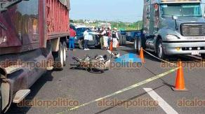 Veracruz, Ver., 23 de julio de 2021.- A la altura de la Divertiplaza, motociclista se estrelló contra el camión estacionado.