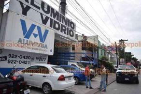 Boca del Río, Ver., 24 de julio de 2021.- Hombres armados asaltaron una negociación de aluminio y vidrio, en la colonia Ejido Primero de Mayo; para huir, hurtaron una camioneta del negocio que abandonaron calles más adelante.