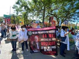 Xalapa, Ver., 25 de julio de 2021.- Manifestantes arribaron a las inmediaciones del Cuartel de la Guardia Nacional, que es inaugurado por el presidente Andrés Manuel López Obrador.