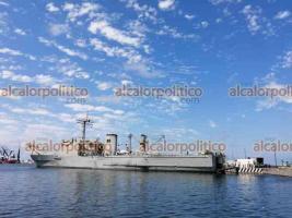 Veracruz, Ver., 25 de julio de 2021.- Todavía este domingo seguían cargando ayuda humanitaria para Cuba en los buques Papaloapan y Libertador. Según autoridades, zarparían este día.