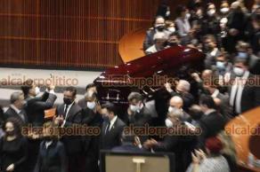 Ciudad de México, 27 de julio de 2021.- En la Cámara de Diputados, legisladores y familiares rindieron homenaje a René Juárez Cisneros, coordinador del PRI y exgobernador de Guerrero. El político falleció el lunes por complicaciones a causa del COVID-19.