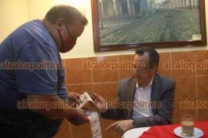 Xalapa, Ver., 27 de julio de 2021.- El gobernador Cuitláhuac García acudió a un café la mañana de este martes, donde atendió a periodistas y ciudadanos.