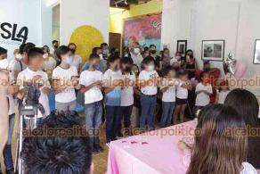 Veracruz, Ver., 27 de julio de 2021.- Isabelle Bischoff entregó aparatos auditivos a algunos de los beneficiados que forman parte de la Asociación al Desarrollo Emprendedor de la Mujer Mexicana.