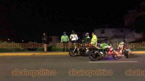 Xalapa, Ver., 31 de julio de 2021.- Ebrio automovilista intentó evitar el alcoholímetro yendo en reversa sobre Circuito Presidentes. Agredió a los elementos de Tránsito, por lo que fue detenido y el vehículo remolcado al corralón.