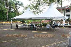 Xalapa, Ver., 1 de agosto de 2021.- En algunos puntos de la ciudad como el Club Britania, donde se realiza la consulta popular se observan mesas de recepción completamente vacías.