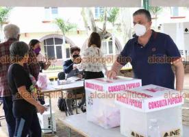 Xalapa, Ver., 1 de agosto de 2021.- Funcionarios estatales y federales acudieron a su mesa de participación correspondiente a emitir su opinión en la Consulta Popular.