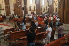 Xalapa, Ver., 1° de agosto de 2021.- El Arzobispo de la Arquidiócesis de Xalapa, Hipólito Reyes Larios, a su llegada a Catedral para la homilía este domingo, comentó que no participaría en la Consulta Ciudadana.