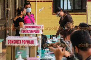 Veracruz, Ver., 1° de agosto de 2021.- Casillas casi sin votos se observaron en algunas de las mesas instaladas para la Consulta Popular, horas después de iniciada la jornada. Dicha situación se reportó en diversos municipios.