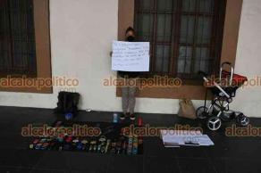 Xalapa, Ver., 2 de agosto de 2021.- Siguen quejas de vendedores contra el Ayuntamiento. Aparte de los comerciantes de Plaza Lerdo, artesana se manifestó en el Palacio de Gobierno y acusó al DIAC de robarle mercancía.