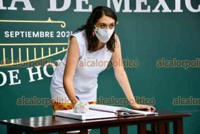Xalapa, Ver., 16 de septiembre de 2021.- La Secretaría de Protección Civil, encabezada por Guadalupe Osorno Maldonado, rindió Guardia de Honor ante la figura de Miguel Hidalgo.