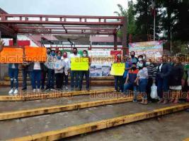 Xalapa, Ver., 17 de septiembre de 2021.- Padres de familia de escuela de Coatzintla se manifestaron en la SEV para exigir clave para el plantel que es bilingüe. Luego de una hora de protesta, una comisión fue recibida por funcionarios de la dependencia.