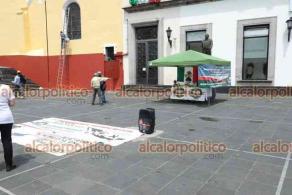 Xalapa, Ver., 18 de septiembre de 2021.- Integrantes del Frente Nacional Anti-AMLO (FRENAA) instalaron carpa para recolectar firmas para el plebiscito de revocación de mandato para el Presidente de la República, en la Plaza Sebastián Lerdo de Tejada.