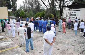 Xalapa, Ver., 19 de septiembre,. En la clínica 11 del IMSS; en lomas del estadio, el simulacro de sismo se realizó en la parte posterior del edificio, debido a que los fines de semana los accesos del frente se encuentran cerrados.