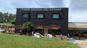Coatzacoalcos, Ver., 22 de septiembre de 2022.- Indignación entre abogados de la región provocó que las instalaciones del extinto Juzgado Decimocuarto en Materia Familiar ahora se vayan a usar para los Juzgados Laborales. Falló la planeación en el Poder Judicial, critican.