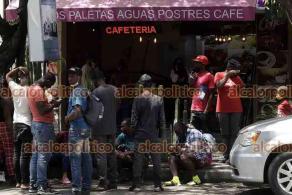 Ciudad de México, 22 de septiembre de 2021.- Cientos de migrantes haitianos, algunos otros de Chile, acuden a la Comisión Mexicana de Ayuda a Refugiados para solicitar asilo ante la imposibilidad de llegar a Estados Unidos. Se registraron más de 51 mil solicitudes de refugio de enero a agosto pasado.