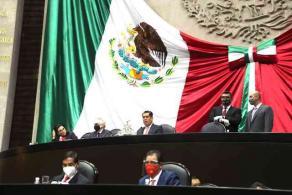 Ciudad de México, 23 de septiembre de 2021.- Al arribo del titular de la Secretaría de Hacienda y Crédito Público (SHCP), Rogelio Ramírez de la O, ante el pleno de la Cámara, el diputado Presidente, Sergio Gutiérrez, lo conduce a su lugar.