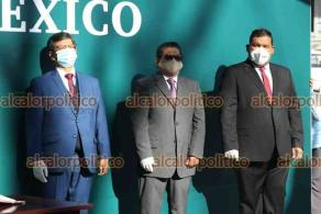 Xalapa, Ver., 25 de septiembre de 2021.- Integrantes del Comité Ejecutivo Estatal de MORENA Veracruz, encabezados por el delegado estatal Esteban Ramírez Zepeta, rindieron Guardia de Honor ante el monumento a Miguel Hidalgo.