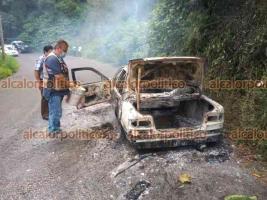 Este domingo 26 de septiembre, un auto fue consumido por el fuego tras presentar falla mecánica en la carretera Pocitos-Cosautlán, en el tramo conocido como La Monera-Casa Quemada. Elementos de PC y otros automovilistas trabajaron para sofocar el siniestro. No se reportaron lesionados.