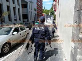 Xalapa, Ver., 28 de septiembre de 2021.- Desde la mañana de este martes, el Palacio de Gobierno está resguardado por personal de corporaciones policiacas y en la Torre de SSP se colocaron protecciones previo a la marcha feminista.