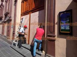 Xalapa, Ver., 28 de septiembre de 2021.- También la Iglesia del Beaterio del Sagrado Corazón de Jesús, en la calle Zaragoza, fue protegida con placas de madera. Las puertas de este recinto han sido vandalizadas con pintas hechas por participantes en anteriores marchas feministas.