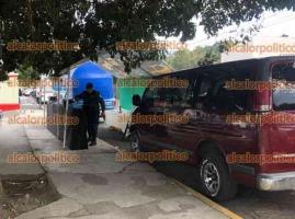 Xalapa, Ver., 16 de octubre de 2021.- Este sábado, elementos de la SSP detuvieron a otras tres personas que organizaban juegos de azar afuera de la tienda Soriana, ubicada en Ruiz Cortines.