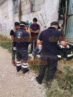 Xalapa, Ver., 16 de octubre de 2021.- Paramédicos de Escorpión atendieron a un hombre herido a machetazos en una riña en la calle Independencia, colonia Veracruz. Recibió atención prehospitalaria y fue trasladado al Centro de Alta Especialidad.
