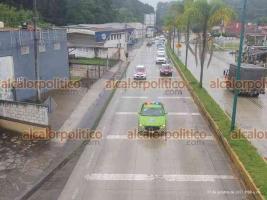 Xalapa, Ver., 22 de octubre de 2021.- Con la finalidad de reducir el número de accidentes en la zona y debido a la presencia de lluvia, elementos de Tránsito del Estado implementan operativo carrusel sobre la carretera Xalapa-Coatepec.