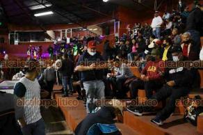 Xalapa, Ver., 22 de octubre de 2021.- Por la lluvia de este viernes, suspendieron el partido inaugural de la Liga Invernal Mexicana de Béisbol, entre El Águila de Veracruz y Guerreros de Oaxaca, en el Parque Deportivo Colón. Se jugará este sábado, a partir de las 15:00 horas, los boletos de hoy serán válidos para mañana.