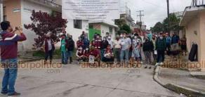 Xalapa, Ver., 23 de octubre de 2021.- Este sábado, vecinos se manifestaron de forma pacífica para exigir al ayuntamiento la pavimentación de la calle Cuautla Morelos de la colonia Revolución. Afirman que llevan más de 20 años haciendo la misma petición.