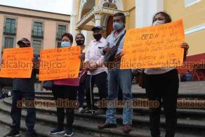 Xalapa, Ver., 25 de octubre de 2021.- Extrabajadores de la extinta Policía Intermunicipal de Coatzintla-Tihuatlán-Poza Rica, despedidos en 2015, se manifestaron en Plaza Lerdo para demandar su liquidación.