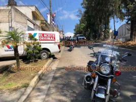 Xalapa, Ver., 26 de octubre de 2021.- Conductor de una camioneta perdió el control sobre la avenida Antonio M. Quirasco y se impactó contra una barda. Peritos de la Policía Vial atendieron el percance, no se reportan lesionados.