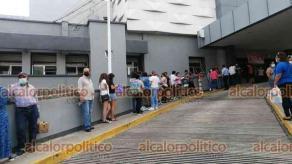 Veracruz, Ver., 27 de octubre de 2021.- Padres de menores con comorbilidades que acudieron a recibir vacuna antiCOVID se dijeron más contentos y tranquilos. Expusieron que el proceso fue rápido en el Hospital de Alta Especialidad.